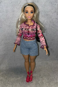 Barbie Curvy Fashionistas Doll Platinum Blonde Hair Dressed With Accessories