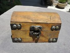 WOODEN TREASURE BOX WITH CLASP A934-936