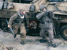 "Verlinden 1/35 ""Cover Me!"" German Infantry under Fire WWII (2 Figures) 1929"
