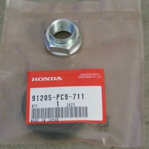 91205-PC9-711 & 90305-692-010 90-01 INTEGRA OEM HONDA RIGHT AXLE SEAL & 22M NUT