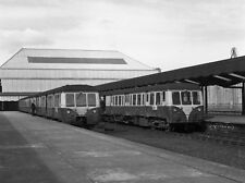 PHOTO  1976 QUEEN'S QUAY RAILWAY STATION PLATFORMS 2 & 3 (2) MED 28 WAITS IN PLA
