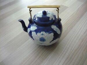 Vintage China Porzellan Teekanne Blau Weiß mit Messinggriff