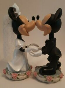 Disney - Mickey and Minnie Mouse Bride and Groom Magnetic Nose Bobbleheads
