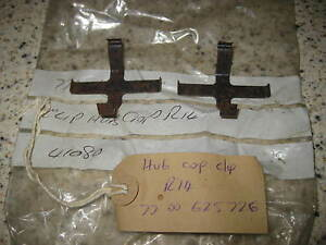NEW WHEEL CENTRE / HUB CAP CLIPS x 2 - 7700625726 - RENAULT 14 (1976-82)