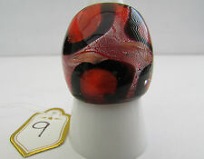 A RED,BLACK,SILVER & COPPER MURANO STYLE GLASS RING. UK..Q...US..8  (9)