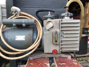 Degassing chamber. Large capacity. Leybold Heraeus Vacuum pump.Silicone rubber.