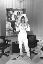Photo originale Anémone mariage voile décolleté lingerie voile TF1 télévision