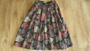 "Ladies True Vintage Size Small W28"" Unbranded Dark Floral Pleated Midi Skirt"