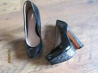 NEW IN BOX BLACK PATENT GLITTER HEELED BLOCK COURT SHOES SIZE 4 (37)
