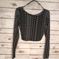 Forever 21 Black And White Long Sleeve Cropped Top Size S