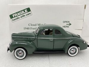 1/24 Danbury Mint 1940 Ford Deluxe Coupe Cloud Mist