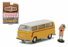 GREENLIGHT 1/64 HOBBY SHOP 1975 VOLKSWAGEN TYPE 2 BUS WITH BACKPACKER 97010-C