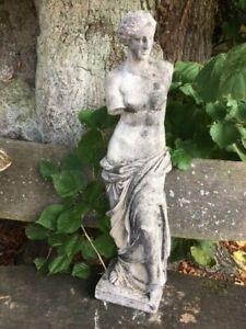 Skulptur Figur Steinfigur Gartenfigur Garten Parkfigur Vase Brunnen Plastik