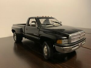 Dodge RAM 3500 1:18 ohne OVP von Anson