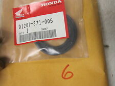 NOS Honda 91201-371-005 CRANKSHAFT OIL SEAL (35X55X8) GL 1000 1100
