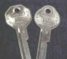 NOS 1967 Original Cadillac Eldorado De Ville Fleetwood V Crest Logo Key Blanks