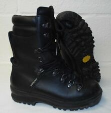 ECW BLACK LEATHER EXTREME COLD WET WEATHER GORE-TEX BOOTS  6Medium, British Army