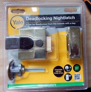 Yale deadlocking nightlatch, with 2 keys, new POST FREE