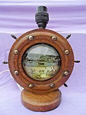 Vintage en Bois Navires Roue Lampe de Table avec Verre Dôme Plage Scène Recâblé