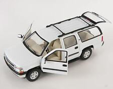 Livraison rapide Chevrolet Chevy suburban 2001 blanc welly modèle auto 1:24 Nouveau