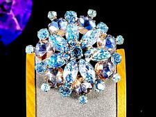 LOVELY VINTAGE SILVER-TONE MOLDED LEAF BLUE IRIDESCENT GLASS RHINESTONE  BROOCH