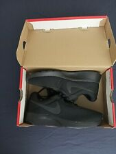 Womens nike shoes size 7.5