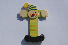 Lettre prenom de porte clown en bois T vert- Décoration de porte jeu et jouets**