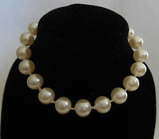 Beads Bracelet Clasp Strand String Beautiful Gold Tone Simulated White Pearl