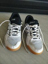 New listing Asics Youth Volleyball shoes Upcourt 4, size 4