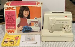 SINGER Childs Vintage Little Golden Panoramic Sewing Machine Excellent Condition