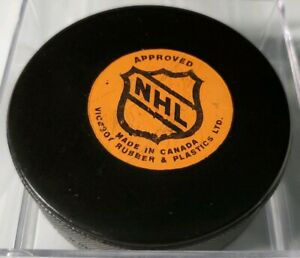 NEW YORK ISLANDERS APPROVED VICEROY NHL RUBBER & PLASTICS LTD OFFICIAL GAME PUCK