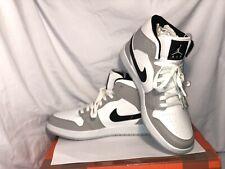 Nike Air Jordan 1 Mid .color White Wolf Black Baskets