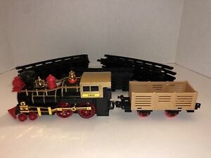 Mini Battery Operated Train Caboose & Cargo With Tracks Works Forward & Reverse