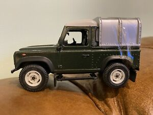 Britains Land Rover Defender 90 Dark Green With Conopy Farm Toy 1/32 Scale