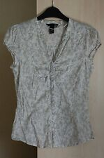 H&M fitted white & beige flowery v-neck shirt with cap sleeves 100% cotton UK 8