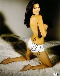 Jamie-Lynn Sigler Autographed 11X14 Photo The Sopranos Sexy on Floor GV834978