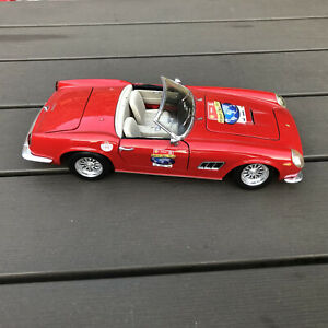 RARE 1:18 SCALE HOTWHEELS  FERRARI 250 GT CALIFORNIA  SPIDER RED