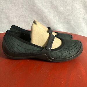 Crocs Classic Women's Size 6 Shoes Black Slip On Comfort Strap Walking Flats