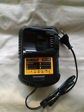 Caricabatterie originale Dewalt DCB105  N182845 per batterie XR10.8/14.4/18V