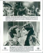 1962 Cleopatra Original Press Photo Elizabeth Taylor Richard Burton