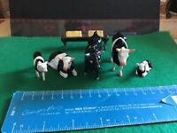 Vintage Britains Era Lead Farm. A Britains Bull & 2 X Cows,2 X Calves.1/32 Scale