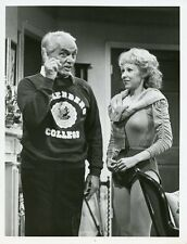 TED KNIGHT CISSE CAMERON BUSTY TOO CLOSE FOR COMFORT ORIGINAL 1983 ABC TV PHOTO