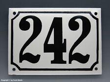 EMAILLE, EMAIL-HAUSNUMMER 242 in SCHWARZ/WEISS um 1960
