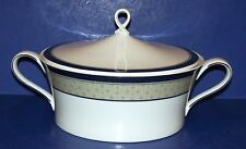 WONDERFUL MIKASA FINE CHINA DELACOURT Y0402 2QT ROUND COVERED CASSEROLE DISH