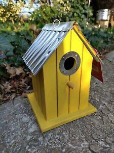 Wonderful Birdhouse Bird House Wren Chickadee Easy Clean NEW Yellow