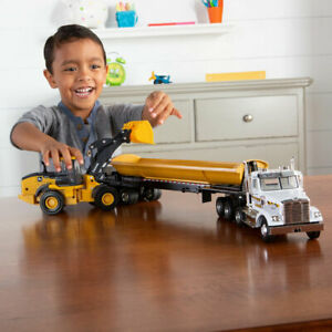 Tomy 1:32 Freightliner 122SD with Side Dump and 544L Wheel Loader