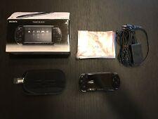 Sony Playstation Portable PSP 2000 Piano Black, con scatola e 2 giochi retro