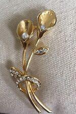 Gold Tone Metal Diamantes de Imitación Perla Calla Lirio Flor Broche de pulverización