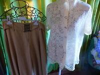 bel ensemble ,pantalon -jupe et corsage couleur ivoire dentelle