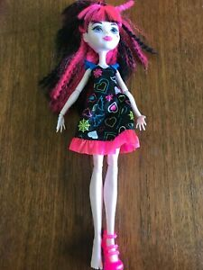 Monster High Boo York Draculaura Doll in Electrified Hair Outfit